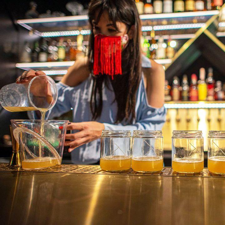 Apa yang Bartender Lakukan Sekarang Untuk Mendapatkan Wang