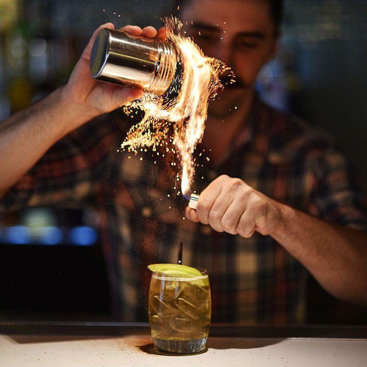 بارٹینڈروں کے لئے ایک بار جو ایک ملک کے مشروبات کی راہ بدل رہی ہے