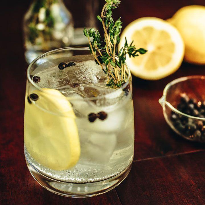 7 reviravoltas de gin e tônica para experimentar agora mesmo