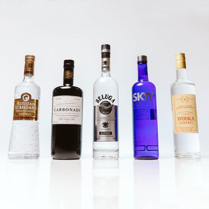 5 garrafas de vodka essenciais que você precisa para o seu bar doméstico